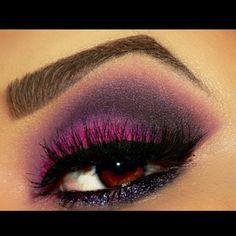 XOXO eye makeup purple