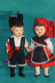 Muñeca asturiana y muñeco con traje regional de Asturias años 60