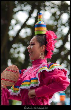 Compania Escolar de danza Folklorica Mexicana Mexican Heritage, Mexican Style, Traditional Mexican Dress, Traditional Dresses, Mexico People, Mexican Costume, Ethnic Chic, Folk Dance, Cultural Diversity