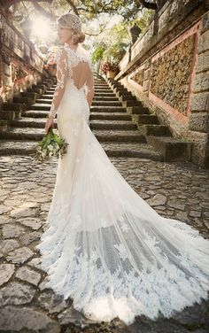 Long sleeved wedding dress - Essense of Australia