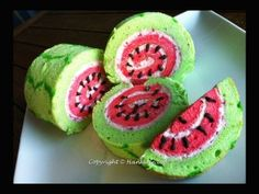 Recipe: Watermelon Swiss Roll Ingredients Oil 3 eggs caster sugar Vanilla Essence (Extract) caster sugar flour Filling whipped cream Green and red food coloring Instructions . Food Cakes, Cupcake Cakes, Swiss Roll Cakes, Swiss Cake, Dessert Original, Patterned Cake, Rolls Recipe, Cute Food, Let Them Eat Cake