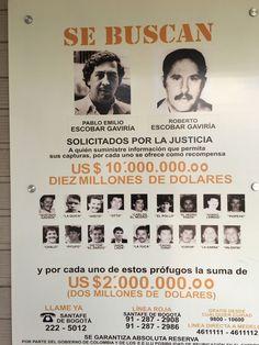 La orden de busca y captura del Cartel del Medellín. Pablo Emilio Escobar, Pablo Escobar Death, Don Pablo Escobar, Gangsta Quotes, Mafia Gangster, Ernesto Che, Drug Cartel, Marijuana Art, Mug Shots