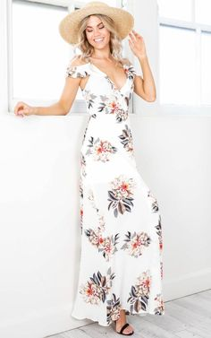 Cheap maxi robe, Buy Quality summer long dress directly from China dress backless Suppliers: 2017 Boho Sexy Women Halter Neck Summer Long Dress Backless Sashes Tunic Print Flaral Tunic Dresses Beach Party Split Maxi Robe Flower Dresses, Cute Dresses, Dress Outfits, Fashion Outfits, Tunic Dresses, Floral Chiffon Dress, Long Summer Dresses, The Dress, Pulls