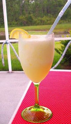 Olive Garden Limoncello Lemonade (1/4 cup hot water 1/4 cup granulated sugar 4 tsp lemon juice 1 oz  smirnoff citrus-infused vodka 1 oz  lemoncello liqueur 4 oz  lemonade concentrate)
