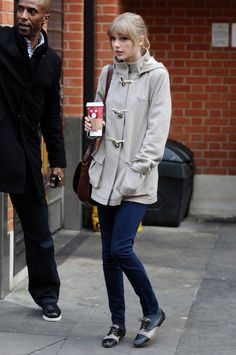 Taylor Swift Gets Coffee in London