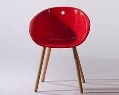 Cadeira Manui Vermelha com Pés em Madeira