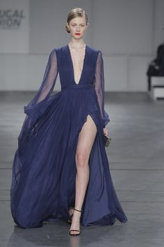 A creation from Portuguese designer DIOGO MIRANDA. #DIOGOMIRANDA #worldwidecouture #wwc #fashion #couture #fashiondesigner #hautecouture www.worldwidecouture.com www.diogomiranda.net
