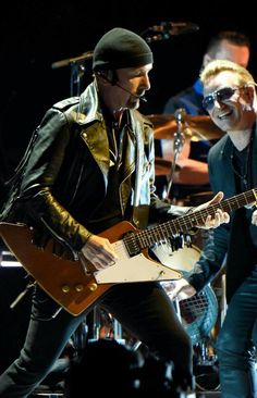 Musicians Adam Clayton, Bono,The Edge and Larry Mullen Jr. of perform onstage during the iNNOCENCE + eXPERIENCE tour opener in Vancouver at Rogers Arena on May 2015 in Vancouver, Canada. Get premium, high resolution news photos at Getty Images Adam Clayton, U2 Joshua Tree Tour, U2 Live, U2 Songs, Songs Of Innocence, Bill Wyman, Bono U2, Larry Mullen Jr, Bb King