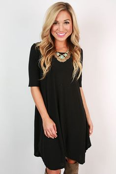 Super soft basic tunics are a must have for your spring wardrobe! This one is perfect for dressing up or down, so don't hesitate before you wear it with pretty overlays, cardigans, or a denim jacket!