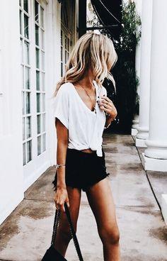 Kurze Shorts, Mode Für Dicke, 90er Mode Damen, Mode Frisuren, Einfache  Outfits 5684a72af8