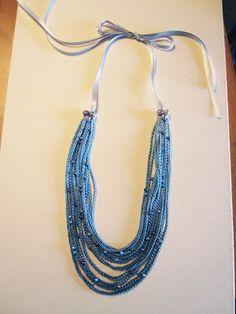 Passo a passo de colar de crochê: Esse passo a passo está perfeito pra quem quer começar no crochê e para quem quer uma bela bijuteria rápidamente.