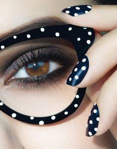 Black and white makeup for a new week start!  Want balck glasses with white polka dots!!!