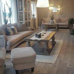 Med et bilde fra den fine stuen til @ida.beate ønsker vi dere alle en flott lørdag kveld #Dubaisalongbord fra @classicliving #Stuemøbel #salongbord #stue #interor123 #drivved #interior #livingroom #coffeetable #home #dekor #homedecor #homefashion #interiorandhome #interiorforyou #interior125 #interior444 #interiør123 #interior4all #hem_inspiration #husoghjem