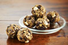 Try our super easy and super yummy recipe for Awake Peanut Butter Snack Bites. Ground coffee and chunks of white and semi-sweet chocolate create a wonderful mocha flavour. Kraft Recipes, Snack Recipes, Dessert Recipes, Cooking Recipes, What's Cooking, Dishes Recipes, Sweet Recipes, Easy Recipes, Recipies