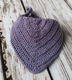 Savlesmæk i rib – By Grarup Crochet Baby Bibs, Newborn Crochet, Crochet Clothes, Knit Crochet, Baby Knitting Patterns, Baby Patterns, November Baby, Cowboy Baby, Bandanas