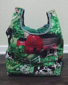 Just finished this little #stowebag for @maryhannahlittlelamb . This is the small version sewn with the permanent gusset option. It's holding 5 bulky skeins! #grainlinestudioprettyjess82stowebag,grainlinestudio