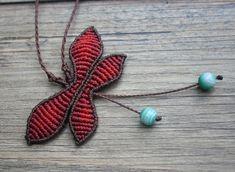 Macrame Butterfly Necklace por GlobalGypsyJewelry en Etsy