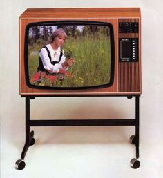 My Childhood Memories, Childhood Toys, Vintage Shops, Retro Vintage, Old Commercials, Television Set, Good Old Times, Retro Radios, Getting Old