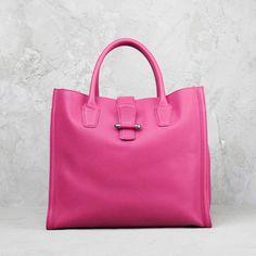 Le borse non sono mai troppe. E questa è perfetta con il suo colore sorbetto per le grigie giornate invernali. #bags #EduardoWongvalle #pink