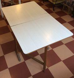 Iki-levy / Formica pintainen klaffipöytä 60 - 70 luvun taitteesta . korkeus 74cm . leveys 120/66/12cm . syvyys 70cm . @kooPernu