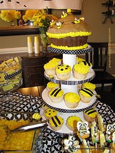 """Cute!  """"What's it gonna bee?"""" baby shower - perfect for my friend who doesn't know what she's having! For Raelynn"""