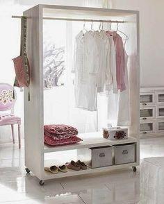 Arara de roupas organizada e prática                              …