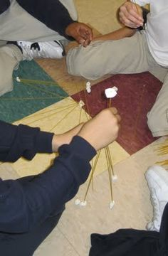 School Counselor Blog: Spaghetti, Marshmallows, and COOPERATION!  This would make a good teamwork challenge.