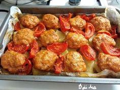 Fasírt burgonyaágyon paradicsommal, ez lett a legújabb kedvencünk! Pretzel Bites, Meatloaf, Hamburger, Food And Drink, Bread, Chicken, Ethnic Recipes, Brot, Baking