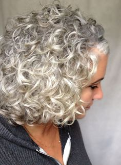 66 Ideas for hair gray short curls Grey Curly Hair, Silver Grey Hair, Short Grey Hair, Curly Hair Cuts, Wavy Hair, Curly Hair Styles, Curly Short, Lilac Hair, Emo Hair