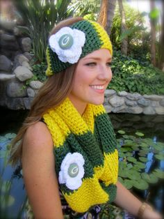Hey, I found this really awesome Etsy listing at http://www.etsy.com/listing/161462838/green-bay-packers-chunky-infinity-scarf