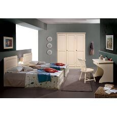 Camera da letto doppia.  Quando il classico ed il rustico si uniscono! Complementi interamente in pino massiccio!! #cameradaletto #rustico #wood #zonanotte #arredorustico #mobiliinpino