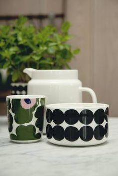 #marimekkodesignhouse #oiva #unikko Marimekko, China Art, Clean Design, Scandinavian Design, Dinnerware, Objects, Rocks, Tableware, Kitchen Stuff