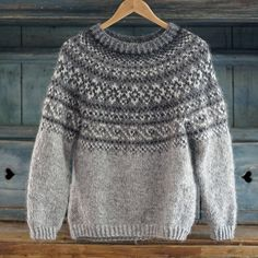 Mens Knit Sweater Pattern, Sweater Knitting Patterns, Men Sweater, Norwegian Clothing, Norwegian Knitting, Nordic Sweater, Dress Gloves, How To Purl Knit, Pullover