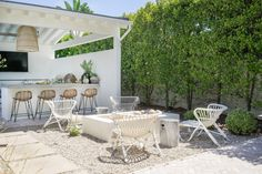 Sneak a Peek at the Most Gorgeous Backyard Oasis If you aren't quite ready to give up warm weather and alfresco living, feast your eyes on the most gorgeous backyard retreat. Crafted by Molly Wood Garden Design , it has everything from glam poolside. Outdoor Areas, Outdoor Rooms, Outdoor Living, Outdoor Decor, Outdoor Lounge, Resin Patio Furniture, Backyard Furniture, Furniture Legs, Barbie Furniture