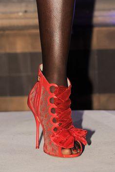 Sophia Webster at London Fashion Week Fall 2016 - Details Runway Photos Cute Boots, Sexy Boots, Milan Fashion Weeks, London Fashion, Futuristic Shoes, Sophia Webster Shoes, High Shoes, Women's Shoes, Embellished Heels
