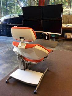 #PriceTalk #프라이스톡 의자에 앉거나 눕거나 서거나 의자에 설치된 제어부를 통해 전기모터로 조정이 되는 의자.  소매가는 5900달러인데 선주문하면 3900달러에 구입 가능 하다고 한다.  한국에서 구입 불가 2016년 중반부터 미국서부에서 구입 가능하다고하는데  출시되면 사무실에서 일하는 모든이들은 하나쯤 가지고 싶어 할듯합니다.