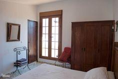 Slaapkamer 1 met openslaande deuren naar  naar privé dakterras.
