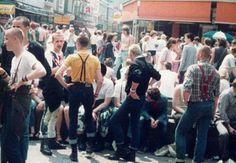 Skinheads 1982 #boots #braces #harringhton Baracuta Alpha Industries Wrangler Levi's Dr. Martens #subculture #oi! #punk Skinhead Men, Skinhead Boots, Skinhead Fashion, Skinhead Style, Urban Tribes, Skin Head, Teddy Boys, Rude Boy, Youth Culture