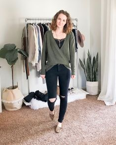 I'm not sure how January feels like it goes by so quick but drags on forever. Anyway, here is a round up of my January… Cute Sweater Outfits, Warm Outfits, Classic Outfits, Comfortable Outfits, Sweater Fashion, Classic Style, Cute Outfits, Simple Style, Business Casual Womens Fashion