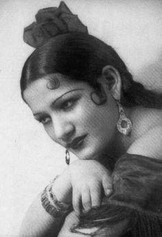 (a very young) Carmen Amaya