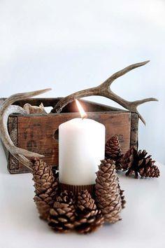 Décorer une bougie aux pommes de pin en accentuant le côté rustique et convivial de l'hiver