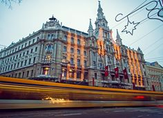 Boscolo Budapest Hotel Formerly the New York Palace, the Boscolo Budapest's greatest draw is the New York Café, a traditional coffeehouse of muraled ceilings and gilded columns that was at the forefront of Budapest's café scene at the turn of the century. Most Beautiful Cities, Beautiful World, Amazing Places, Places Around The World, Around The Worlds, Budapest Travel Guide, Capital Of Hungary, Buda Castle, Europe Continent