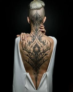 Enjoy body art brilliance with awesome back tattoos for men and women that are masterpieces. The back is one of the most spacious areas for tattoos on the body. If you are looking for the best full-back tattoo idea then this collection is for you. Head Tattoos, Body Art Tattoos, Sleeve Tattoos, Tatoos, Female Back Tattoos, Full Back Tattoos, Back Tattoos For Women, Feminine Back Tattoos, Back Tats