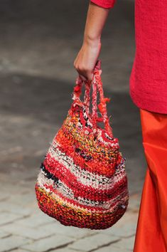Marvelous Crochet A Shell Stitch Purse Bag Ideas. Wonderful Crochet A Shell Stitch Purse Bag Ideas. Crochet Handbags, Crochet Purses, Crochet Bags, Sacs Design, Crochet Shell Stitch, Boho Bags, Purse Patterns, Knitted Bags, Crochet Accessories