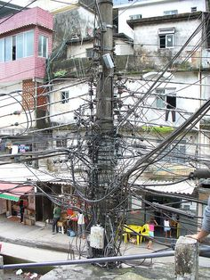 electric pole in Rio Electrical Lineman, Home Electrical Wiring, Electrical Projects, Electrical Safety, Electrical Installation, Electrical Engineering, Lineman Love, Power Lineman, Electrical Substation