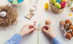 Cute and easy to make Easter Crafts for kids. There are 10 fun DIY easter crafts here to choose from that can be made with inexpensive craft supplies. Kids Crafts, Easter Crafts, Diy And Crafts, Decor Crafts, Easter Candy, Easter Eggs, Polish Easter Traditions, Diy Ostern, Easter Activities