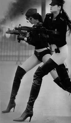 Dieselpunk: Girls with guns kick ass