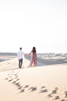 Sand Dunes Engagement. Glamis Engagement. Desert minimal Engagement Shoot. Desert Sand Dunes Photography. Dreamy Engage…