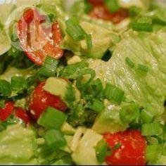 Salade d'avocat aux tomates cerises @ allrecipes.fr
