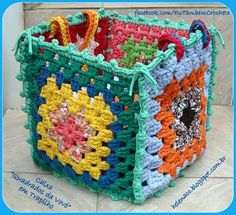 Crochet em Trapilho ou Fio de Malha (Rag Crochet: granny square box) with pictures and diagram. Crochet Diy, Crochet Storage, Crochet Motifs, Crochet Squares, Crochet Home, Love Crochet, Crochet Gifts, Crochet Stitches, Crochet Patterns